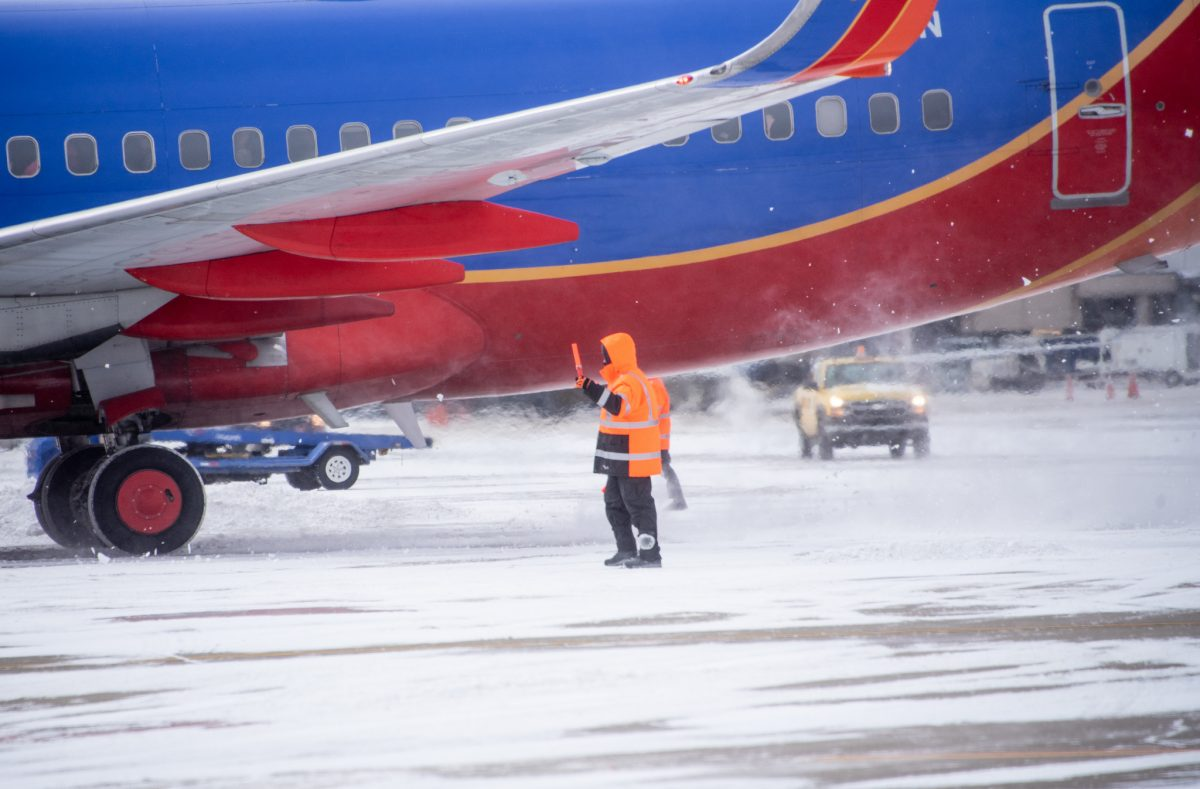 Workers Endure Deep Freeze to Keep the Airport Running