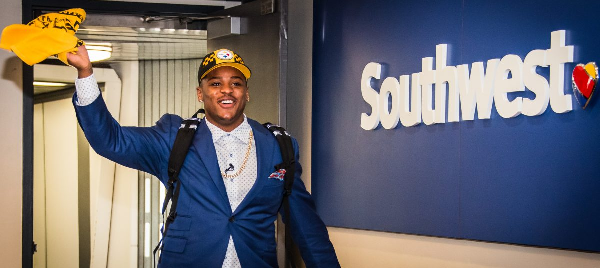 1694ed3aa 1 Pick Devin Bush Arrives to Cheers at Pittsburgh International Airport