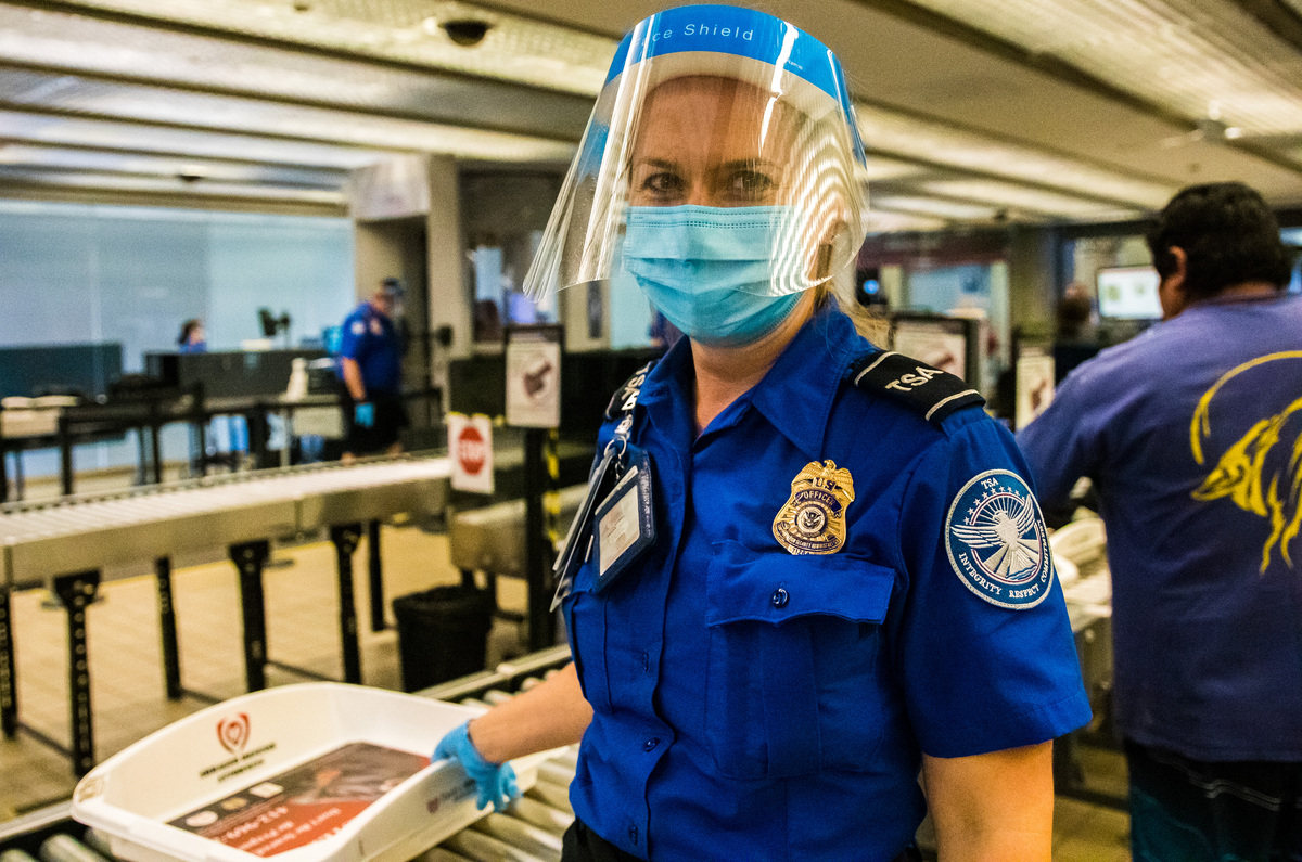 TSA Agents Lend a Helping Hand to Travelers in Need